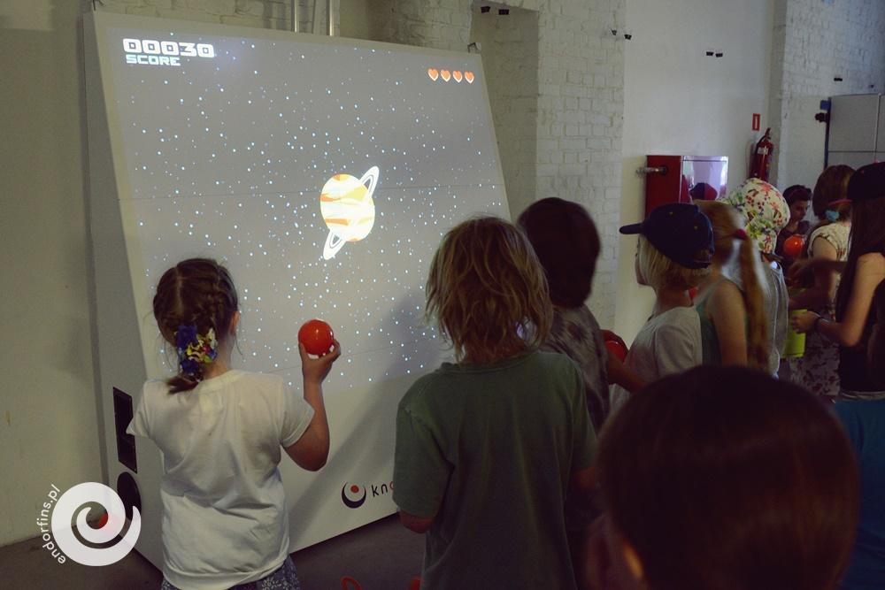 gra kontrolowana za pomocą piłki - knoocker, knocker, knoker