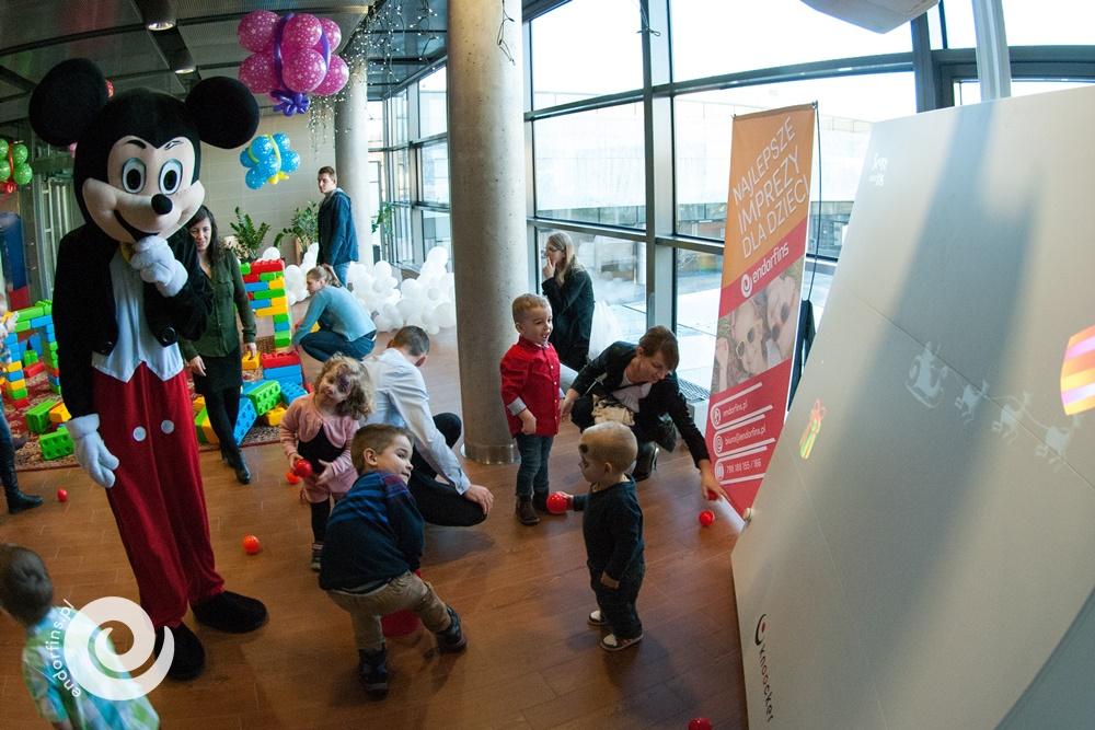 organizacja-imprez-dla-dzieci-z-knoockerem-scianka-interaktywna-dla-dzieci