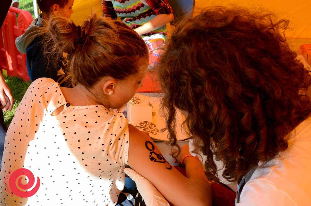malowanie tatuaży z henny