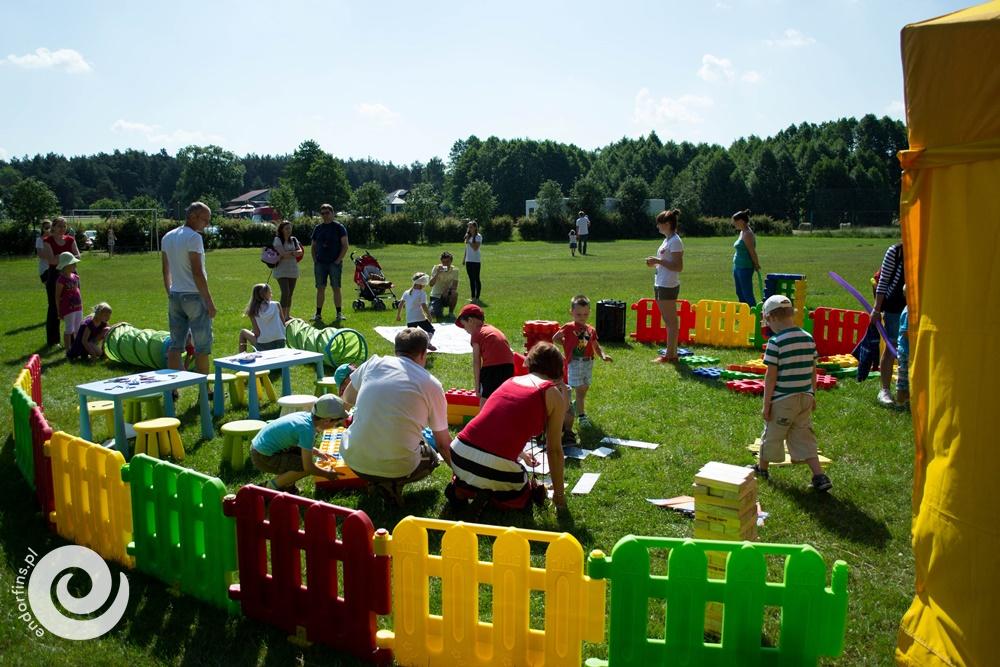 ogródek zabaw dla małych dzieci podczas festynu