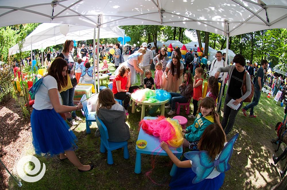 animatorki zaplatające warkoczyki dla dzieci podczas imprez i eventów - poznań, łódź, warszawa